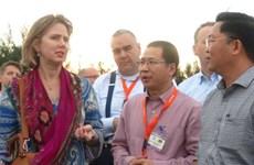 Des experts néerlandais proposent des mesures de lutte contre l'érosion du littoral à Hoi An