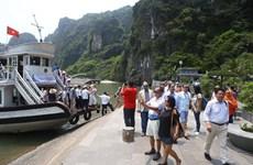 Une délégation de l'OANA visite la baie d'Ha Long