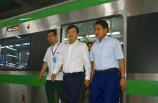 Le vice-PM Trinh Dinh Dung examine de grands projets d'infrastructures de transports de Hanoï