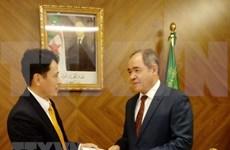 L'ambassadeur du Vietnam en Algérie présente ses lettres de créance