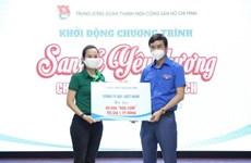 La Croix-rouge vietnamienne et l'Union de la jeunesse communiste Ho Chi Minh reçoivent des dons