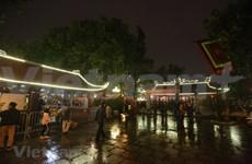 Têt : Des Hanoïens affluent à des pagodes après le Réveillon
