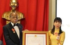 Remise de l'Ordre de l'Amitié à l'ambassadeur du Mozambique au Brésil
