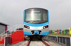 La première rame de la ligne de métro Ben Thanh-Suoi Tien arrive à Ho Chi Minh-Ville