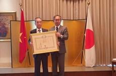 Un professeur vietnamien reçoit l'Ordre du Soleil Levant du Japon