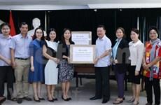 COVID-19 : Remise de 75.000 masques médicaux à la communauté vietnamienne au Laos