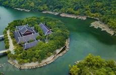 La beauté poétique du complexe paysager de Trang An