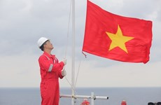 La cérémonie de salut au drapeau national de Biendong POC établit un record de Guinness Vietnam