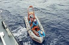 Sauvetage d'un pêcheur vietnamien en détresse au large de Truong Sa (Spratley)