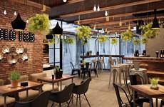 Ho Chi Minh-Ville : les établissements de restauration reprennent leurs services à table