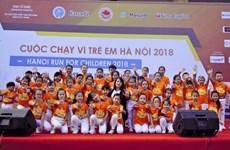 Des milliers de personnes participent à la Course pour les enfants Hanoi 2018