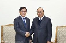 Le Premier ministre Nguyen Xuan Phuc reçoit le président du groupe Samsung