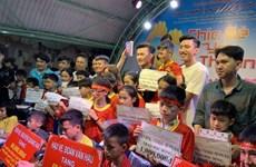 Binh Duong: De généreuses stars du football vietnamien