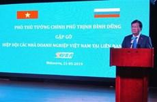 Le vice-PM Trinh Dinh Dung rencontre des entrepreneurs vietnamiens en Russie