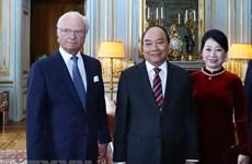 Entrevue entre le PM Nguyen Xuan Phuc et le roi suédois Carl XVI Gustav