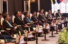 Les dirigeants rencontrent des représentants de l'AIPA, de l'ASEAN-BAC et de la jeunesse de l'ASEAN