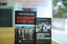 Collecte de souvenirs et de documents d'anciens combattants vietnamiens et américains