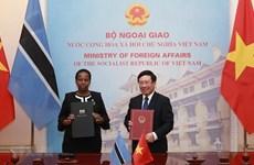 Entretien entre les ministres des AE du Vietnam et du Botswana