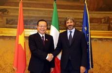 Le vice-président de l'AN Phung Quoc Hien rencontre les dirigeants de la chambre basse italienne