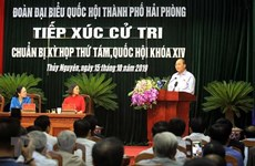 Le PM Nguyen Xuan Phuc rencontre des électeurs du district de Thuy Nguyen (Hai Phong)