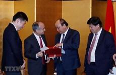 Le PM se félicite de l'expansion de l'investissement de SoftBank au Vietnam