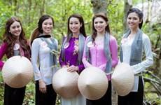 La première fête de l'ao ba ba au Vietnam