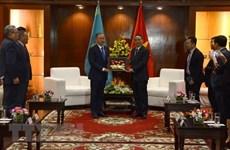 Le président de la Chambre basse du Kazakhstan en visite à Da Nang