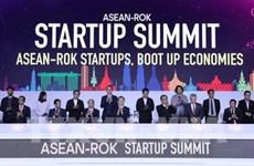 Le PM Nguyen Xuan Phuc participe au Sommet des startup ASEAN-R. de Corée