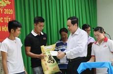 De hauts responsables effectuent des visites du Tet dans les localités