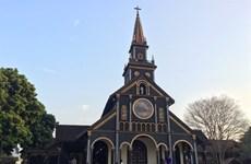 La cathédrale en bois de Kon Tum, harmonie architecturale roman-bahnar