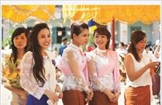Revisité, l'habit traditionnel des Khmers du Sud fait recette