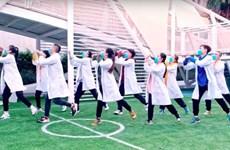 COVID-19: Faire du sport à la maison avec la Danse de la distanciation sociale