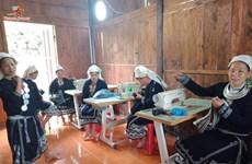 Comment les Dao Tiên préservent-ils leurs brocatelles traditionnelles?