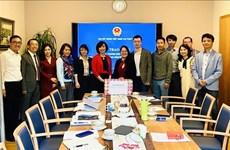 COVID-19 : Le Vietnam offert des masques à la communauté des Vietnamiens en Suisse