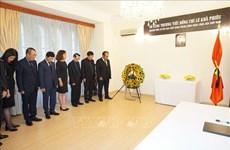 L'ambassade du Vietnam en République tchèque rend hommage à l'ancien chef du Parti