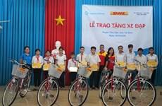 Don de 50 vélos à des étudiants en difficulté à Trà Vinh