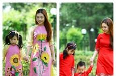 À Hô Chi Minh-Ville, la tunique des Vietnamiennes en pleine forme