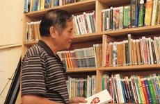 Il ouvre au grand public sa bibliothèque et stimule la lecture