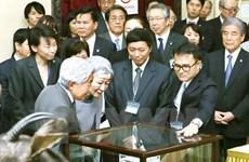 L'empereur et l'impératrice du Japon visitent le musée de la biologie à Hanoi