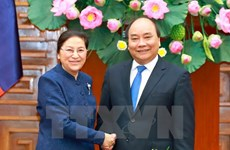 Le PM Nguyên Xuân Phuc reçoit la présidente de l'AN du Laos Pany Yathotou