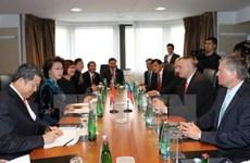 La présidente de l'AN rencontre les dirigeants d'associations tchèques