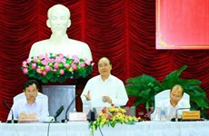 Le Premier ministre Nguyên Xuân Phuc travaille avec les autorités de Binh Thuân
