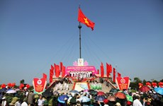 La province de Quang Tri hisse le drapeau de la réunification nationale