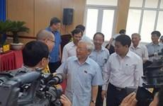 Le secrétaire général Nguyên Phu Trong rencontre l'électorat à Hanoi