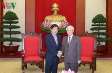 Des dirigeants vietnamiens reçoivent le président du Parti d'action populaire de Singapour