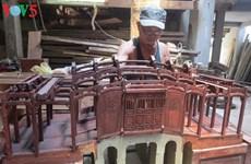 Huynh Ri, restaurateur d'anciens ouvrages et fier de l'être