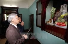 Le secrétaire général Nguyên Phu Trong rend hommage au Président Ho Chi Minh