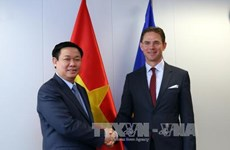 Le vice-PM Vuong Dinh Hue rencontre des dirigeants européens