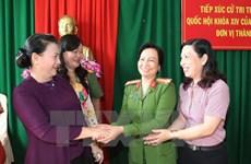 La présidente de l'AN à l'écoute des électeurs du district de Phong Diên de Cân Tho