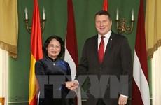La vice-présidente Dang Thi Ngoc Thinh en visite officielle en Lettonie